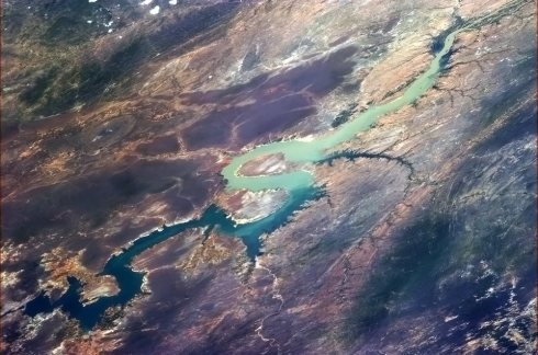 "Une rivière en forme de ""S"" quelque part en Amérique du Sud. (Photo Chris Hadfield/NASA)"